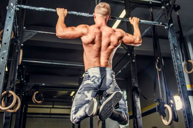 Подтягивания широким хватом - техника выполнения и задействованные мышцы