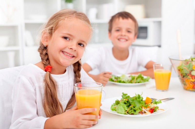 Свежие фрукты и овощи – основные составляющие рациона